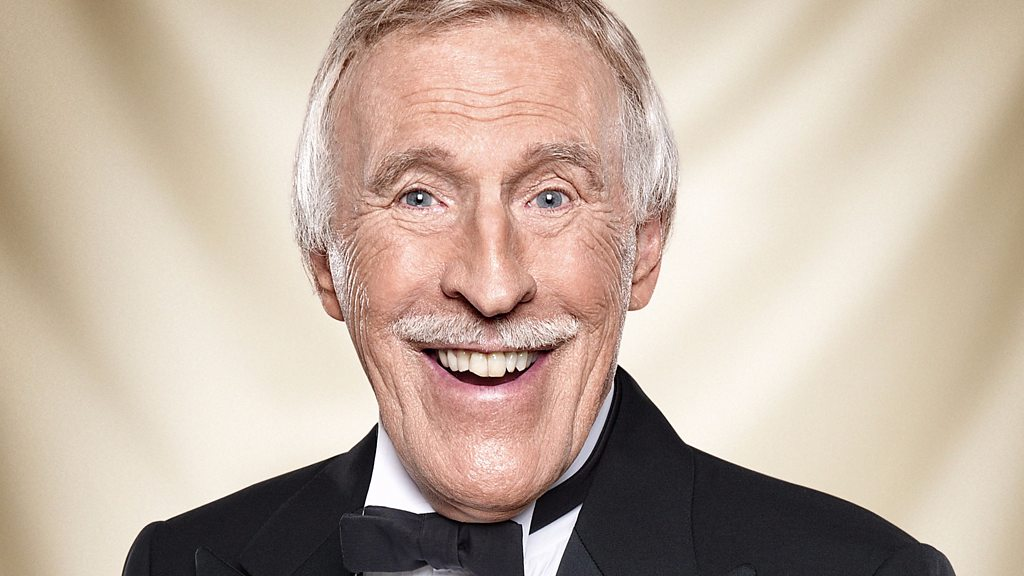 Sir Bruce Forsyth: TV legend dies aged 89 - BBC News