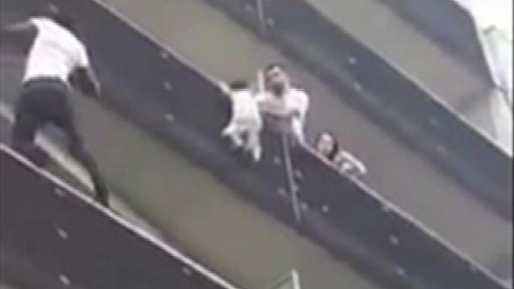 Father of balcony rescue child sentenced