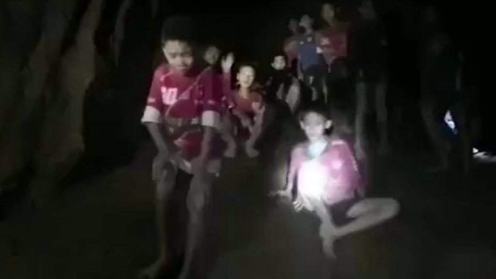 Thai boys 'could be in cave for months'