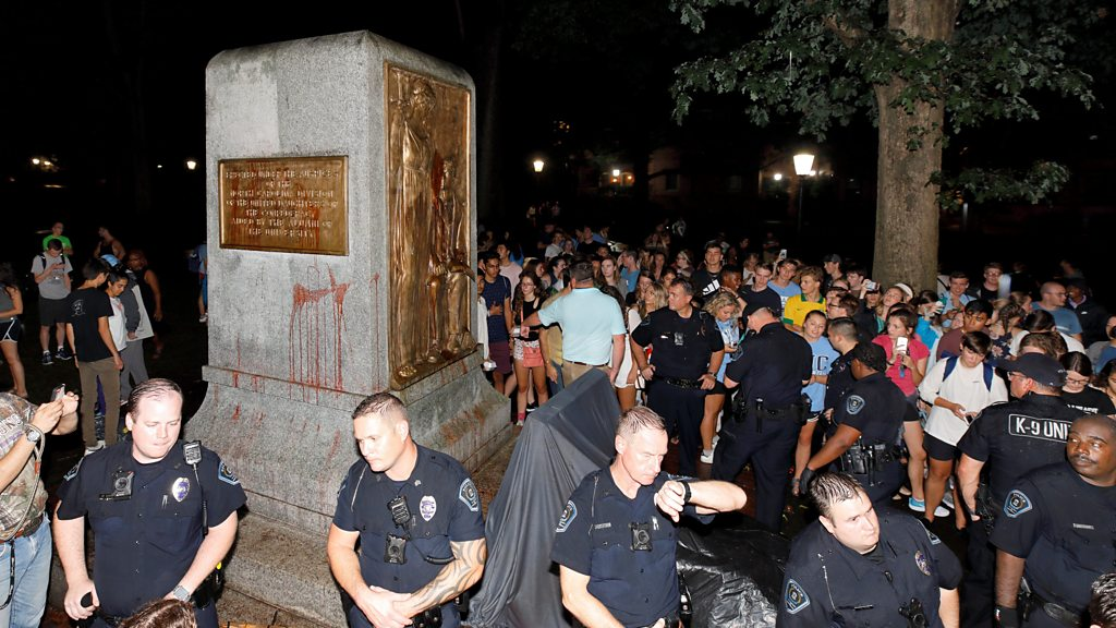 US students topple Confederate monument