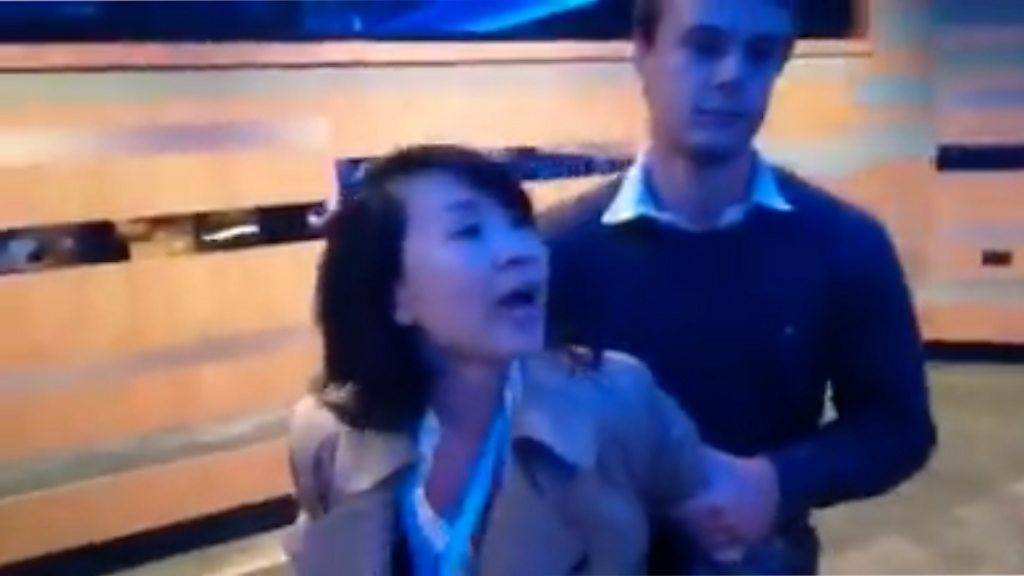 """中国记者因英国袭击案被定罪,盘点成为""""新闻主角""""的官媒记者"""