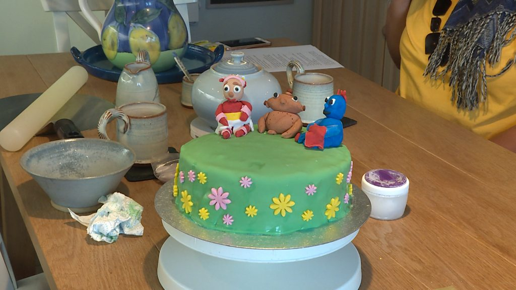 Fantastic The Bakers Helping Children With Free Birthday Cakes Bbc News Personalised Birthday Cards Beptaeletsinfo