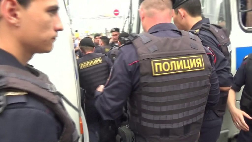 Hundreds arrested at Moscow rally for journalist