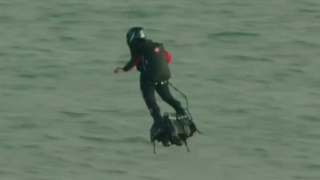 Flyboarding Frenchman crosses English Channel