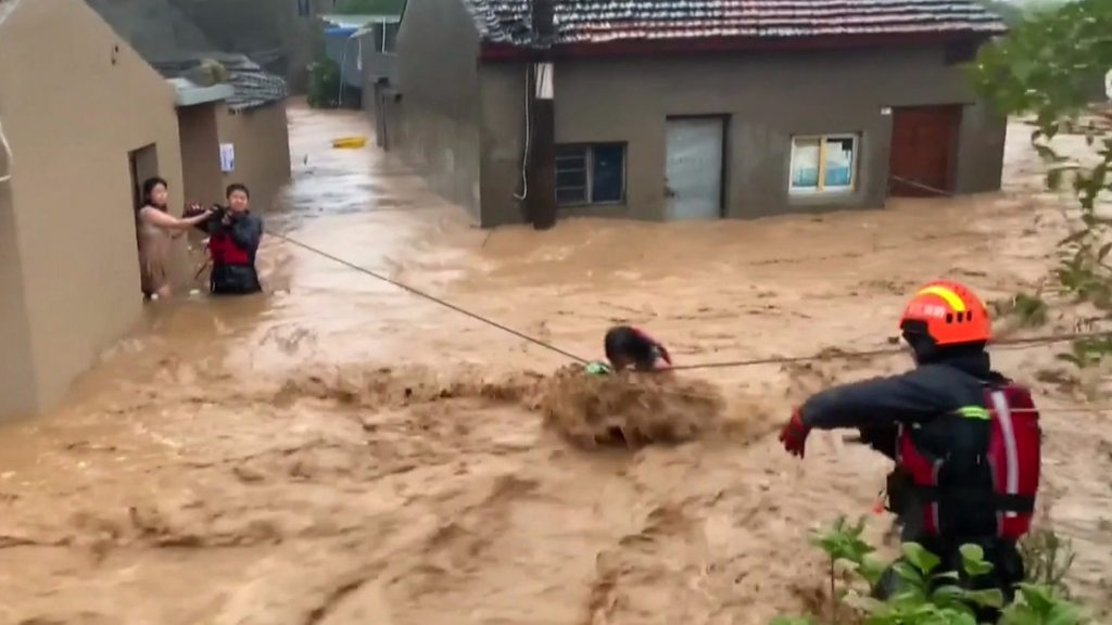Death toll rises as typhoon moves up China coast