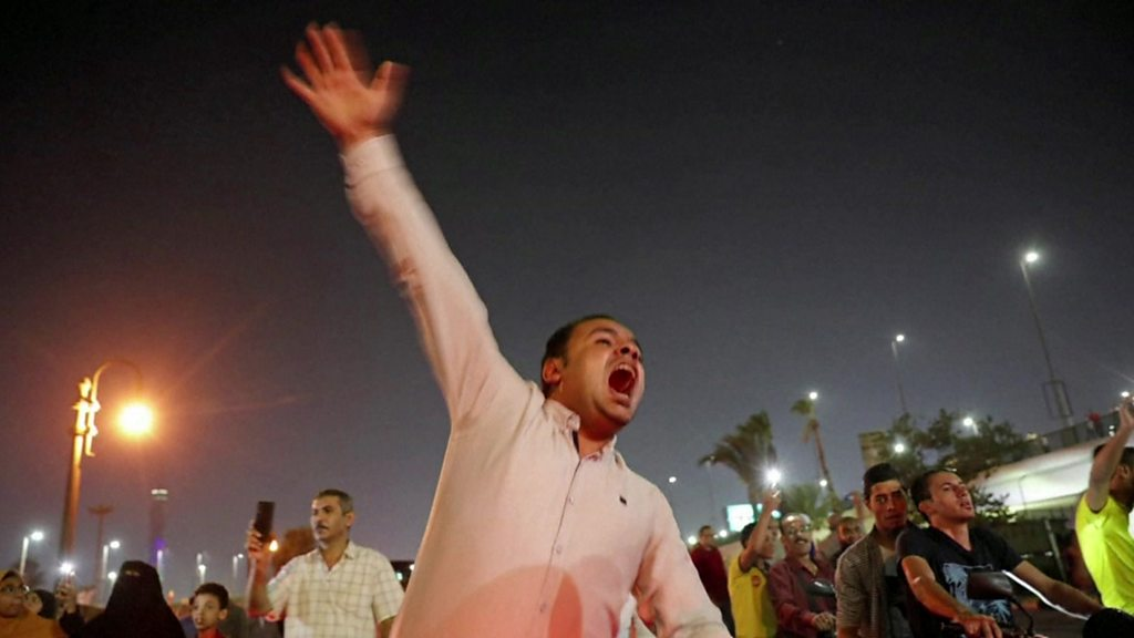 Egypt protests: 'Hundreds held' after rare anti-government unrest - BBC News