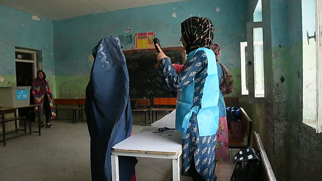 Afghan presidential election: Heavy security as polls open