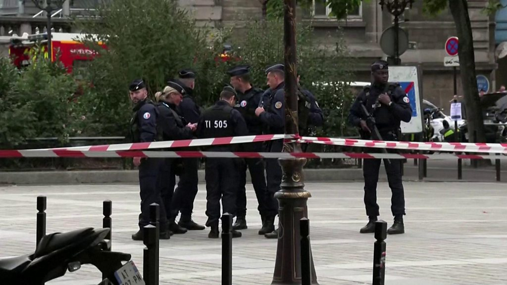 Paris police killings: Attacker showed signs of 'radicalisation' thumbnail