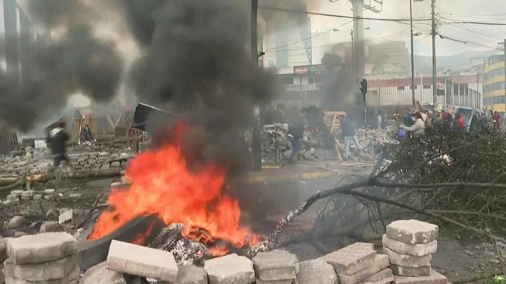 Ecuador protests: President imposes curfew amid worsening violence thumbnail