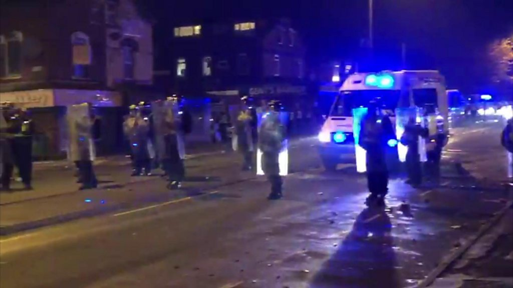 Riot police tackle Bonfire Night disorder in Leeds thumbnail