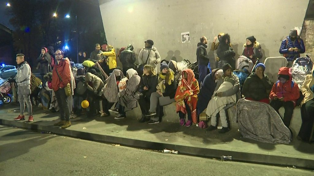 Paris migrants: Moved from ring-road camp to uncertain future