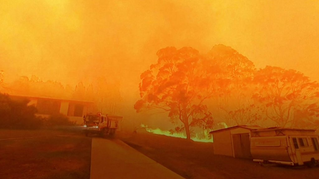 Australia bushfires north of Sydney 'too big to put out'