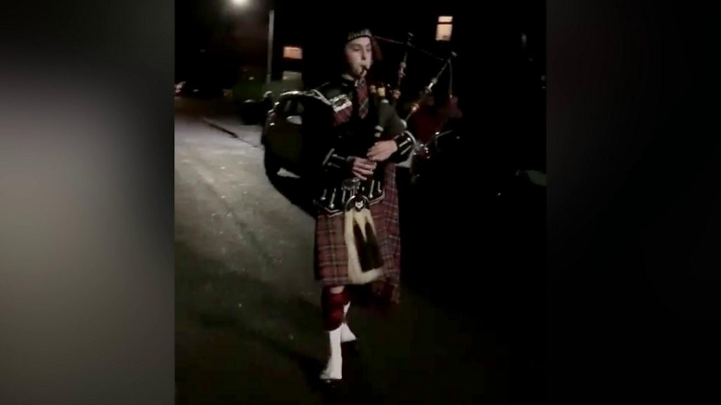 Bagpiper Christmas surprise for terminally ill Nottingham man