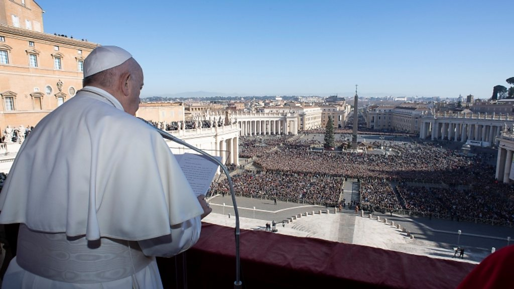 Pope in Christmas message urges softening of  self-centred hearts
