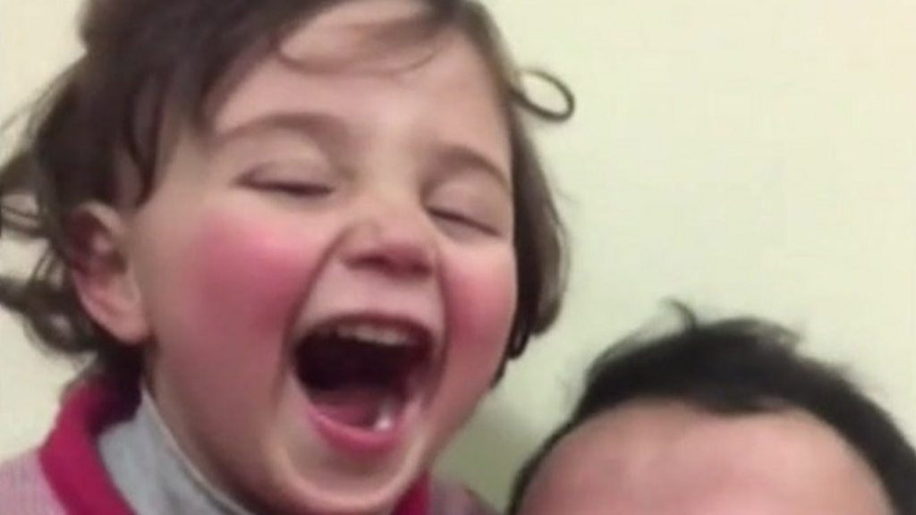Syria war: Three-year-old girl who laughed at bombs escapes to Turkey thumbnail