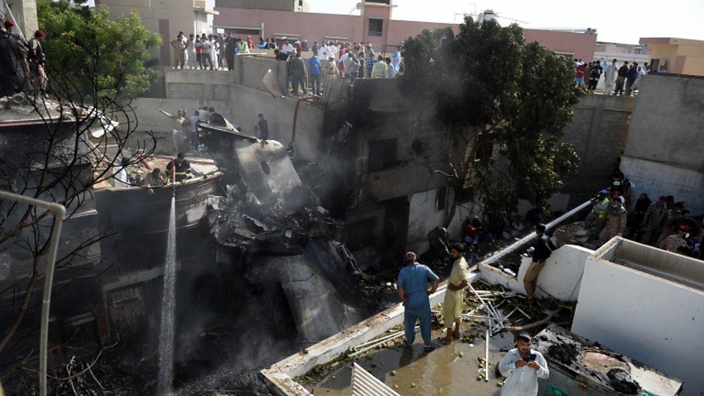 Dozens die as Pakistan jet crashes into homes