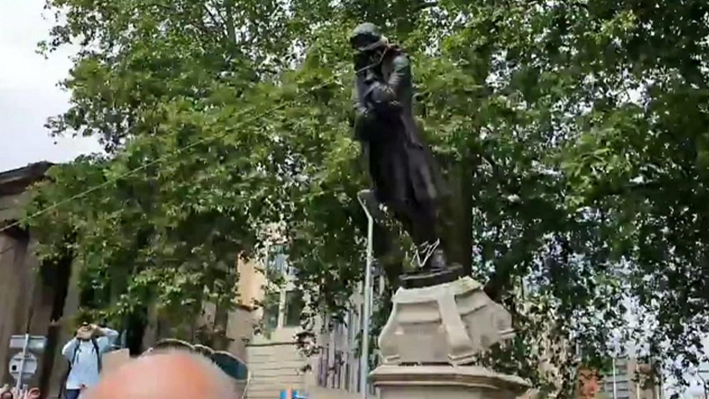 George Floyd protests: The statues are defaced
