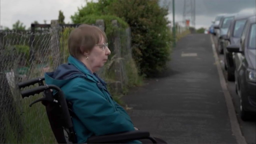 Coronavirus: Disabled woman's home a 'cell' in lockdown thumbnail