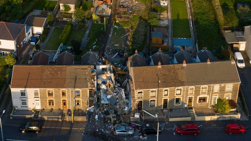 Seven sisters-house-explosion: the neighbor rescued the family