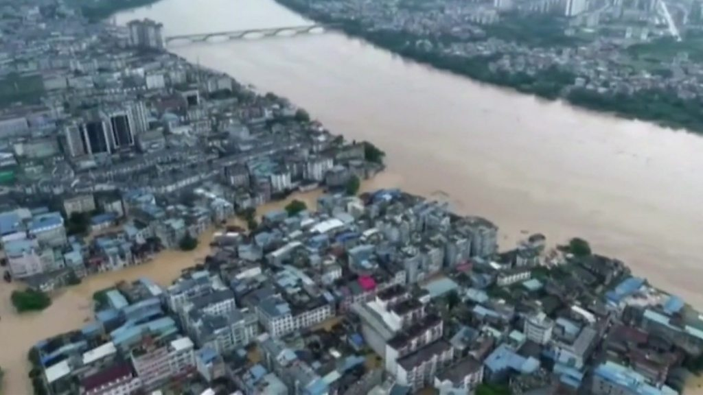 China floods: Huai river alert level raised amid heavy rains
