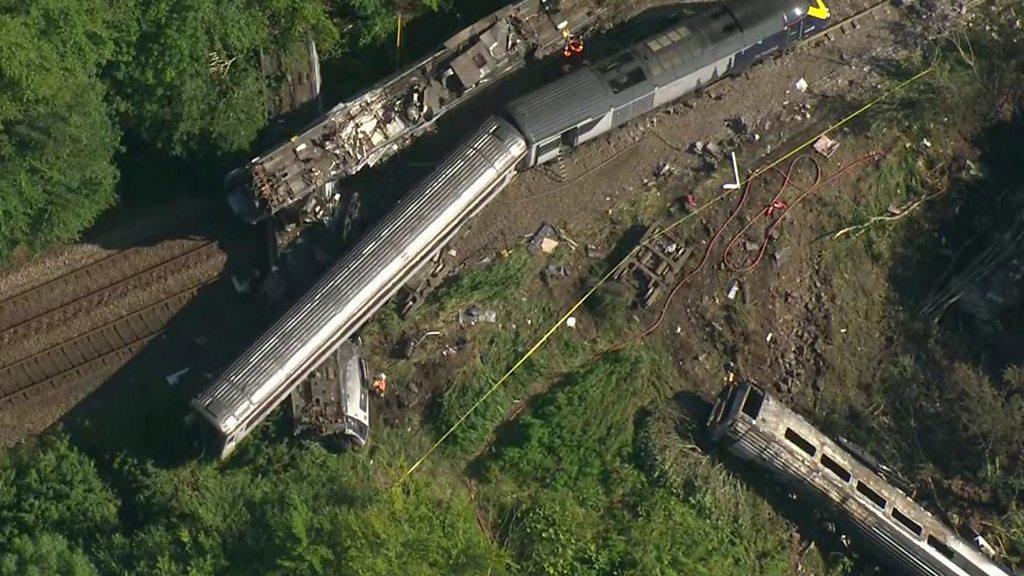 Investigation into fatal Stonehaven train derailment begins - BBC News
