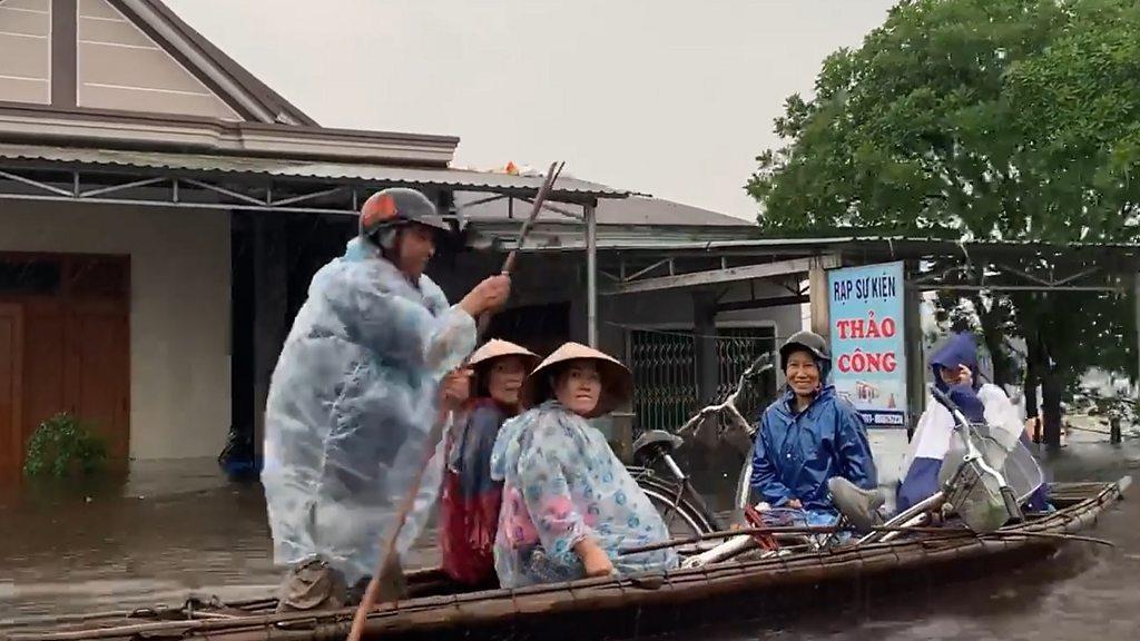 Thiên tai tiếp tục hoành hành miền Trung Việt Nam - BBC News Tiếng Việt