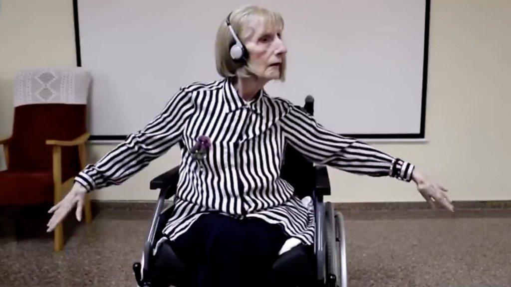 อัลไซเมอร์:  เสียงเพลงช่วยกระตุ้นความทรงจำของนักบัลเลต์สมองเสื่อมขึ้นมาอีกครั้ง - BBC  News ไทย