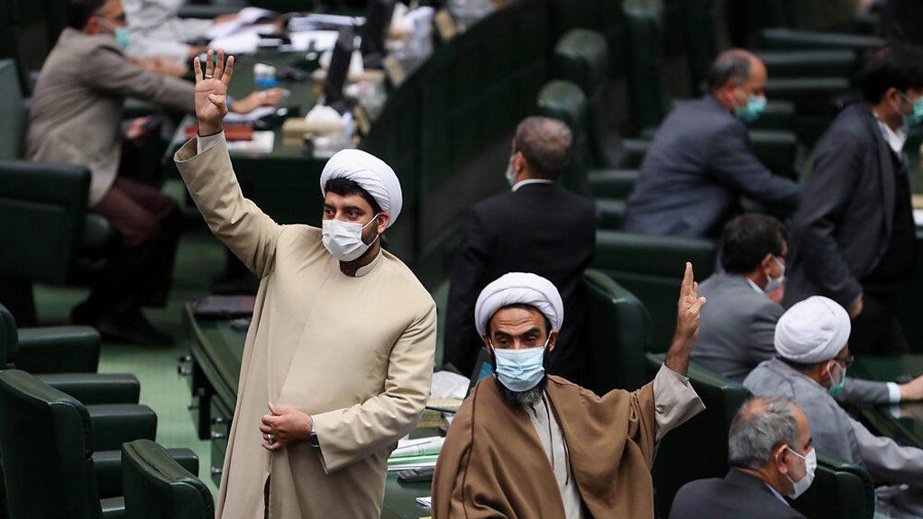 واکنش روحانی به مصوبه هستهای مجلس: هول نشوید، بگذارید کارمان را بکنیم