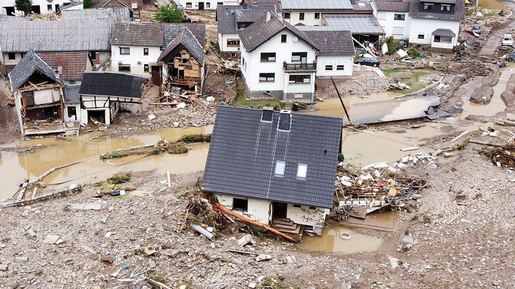 """Al menos 120 muertos y más de 1.000 desaparecidos en las """"catastróficas""""  inundaciones en Alemania y Bélgica - BBC News Mundo"""