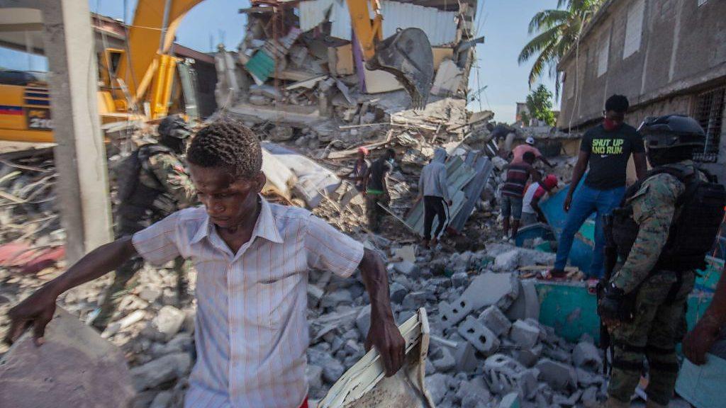 El terremoto de Haití deja ya más de 2.100 muertos y casi 10.000 heridos -  BBC News Mundo