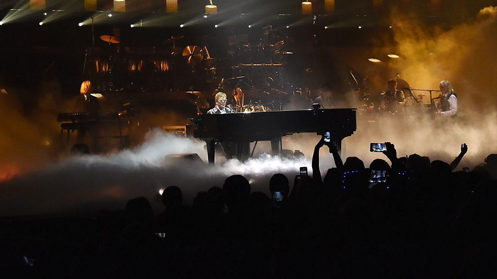 Elton John dedicates song to rapper Mac Miller