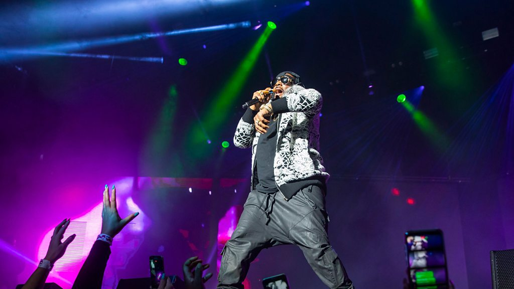 R. Kelly ordered to stop using studio as a residence