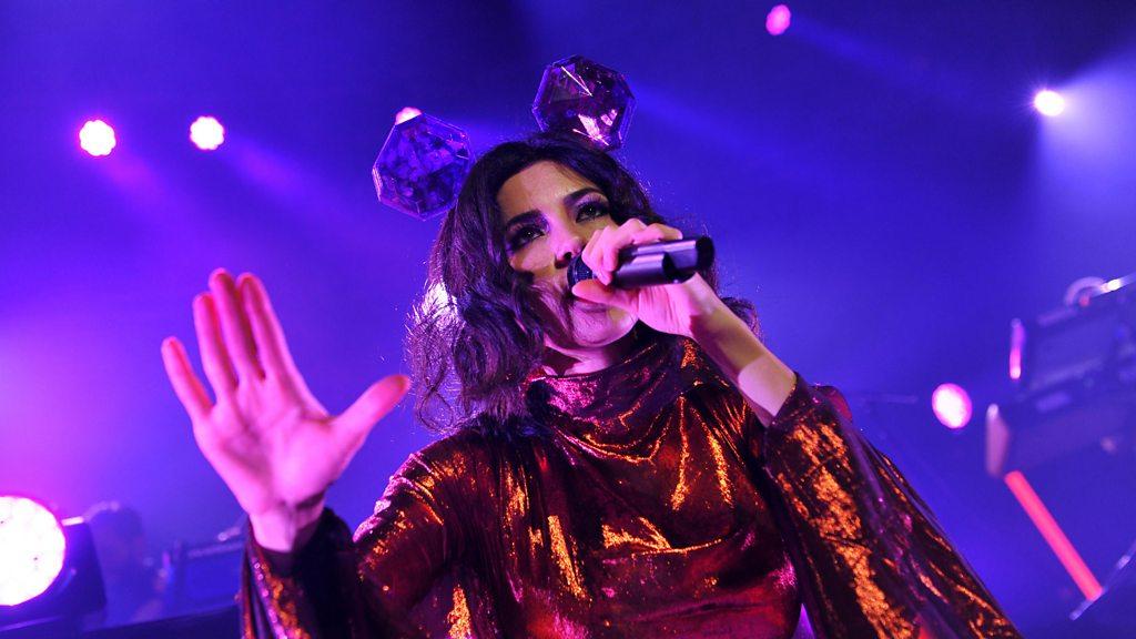 Marina condemns airbrushing as 'irresponsible'