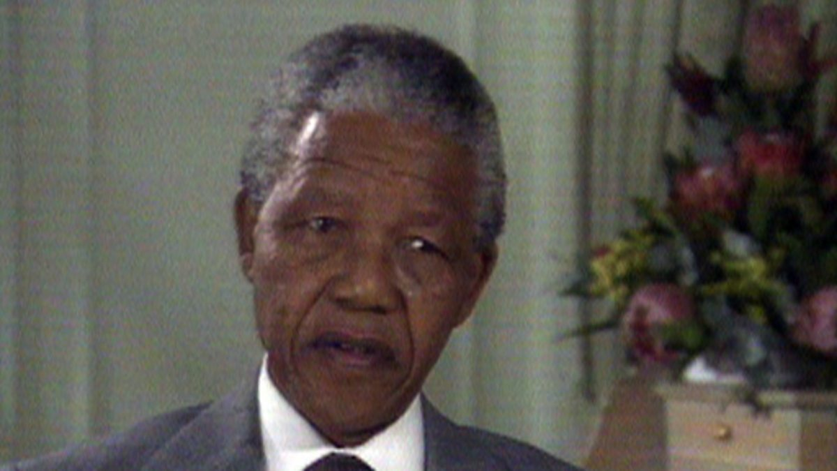 nelson mandela 3 essay Nelson mandela nelson mandela is an african american leader who fought for the rights of his people through trials and tribulations he stood his ground and kept on fighting nelson was a born leader and utilized his talents at an early age.