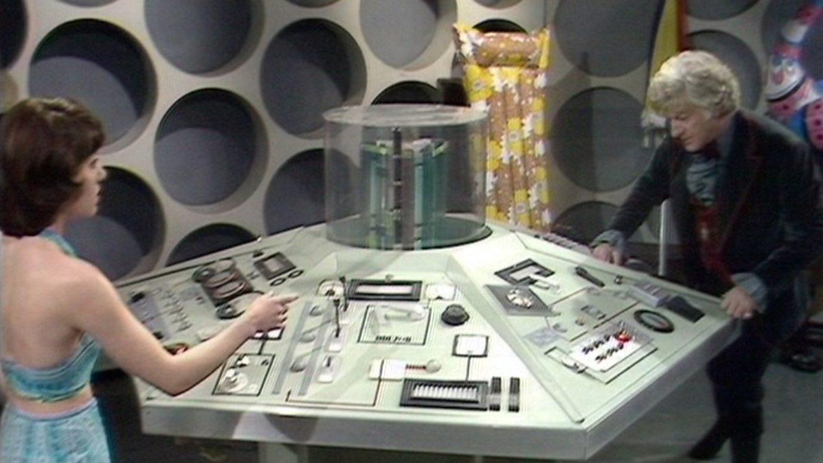 Third Doctors Tardis interior. P01bqzv5