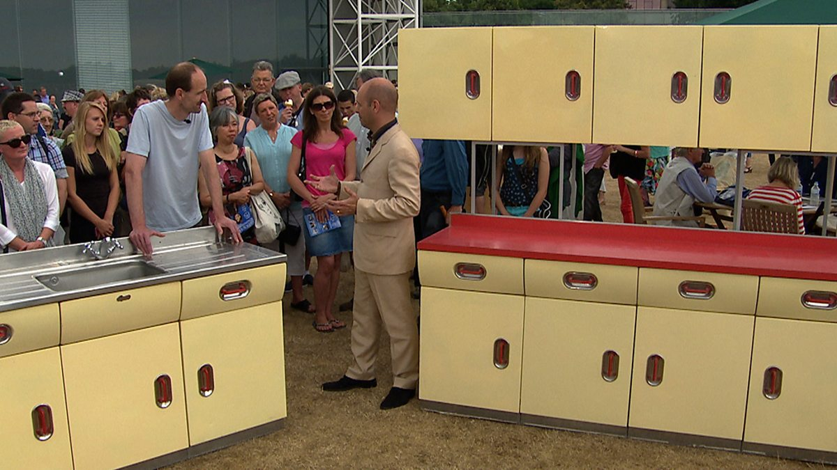 Bbc One Antiques Roadshow Series 36 Sainsbury Centre Norwich 1 1950s English Rose Kitchen Units