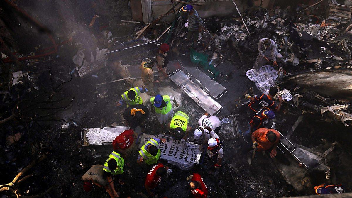 Pakistan: Dozens die as jet crashes into homes thumbnail