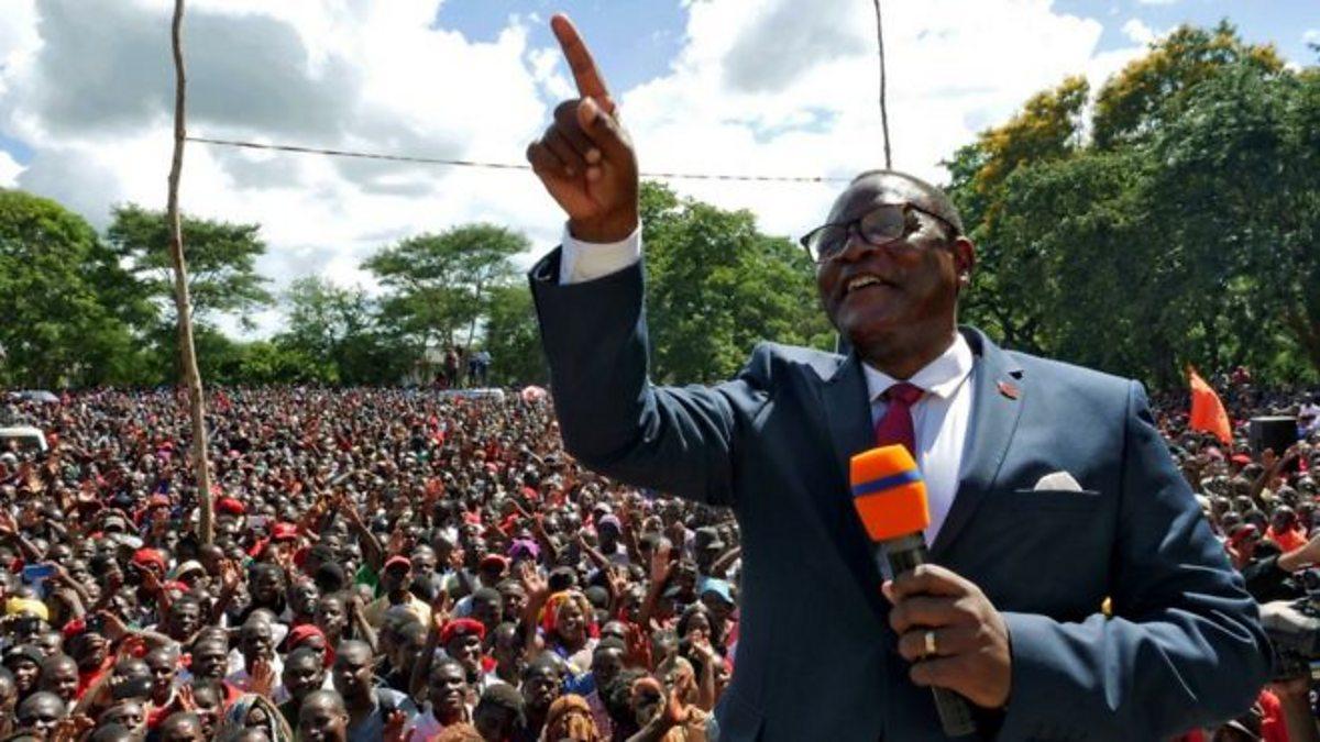 Lazarus Chakwera sworn in as Malawi president after historic win thumbnail