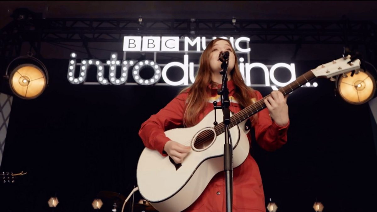 how to become a singer songwriter jade bird 39 s story bbc bitesize. Black Bedroom Furniture Sets. Home Design Ideas