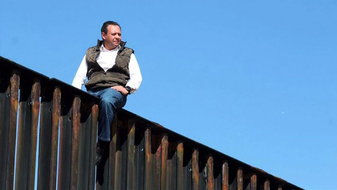 Mexican politician stages anti-Trump wall stunt
