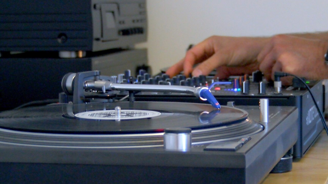 Increased sales of vinyl lead to manufacturing boost