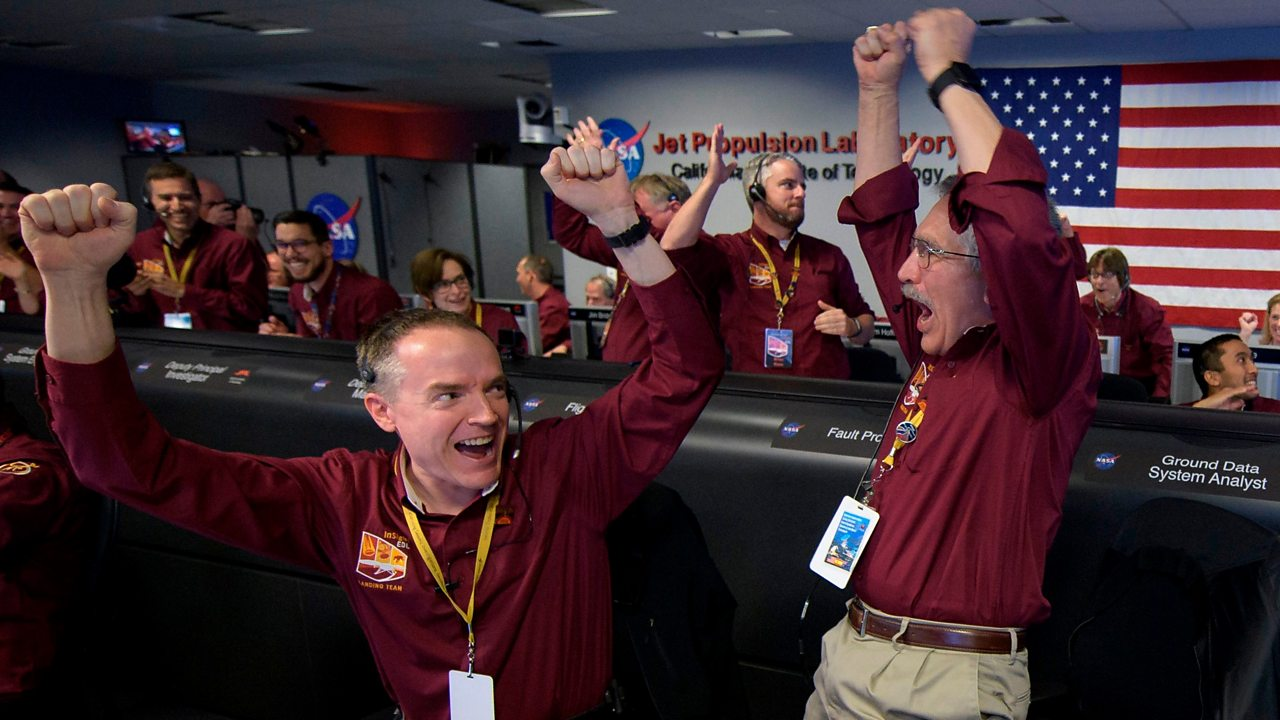 Mars InSight: The moment of touchdown