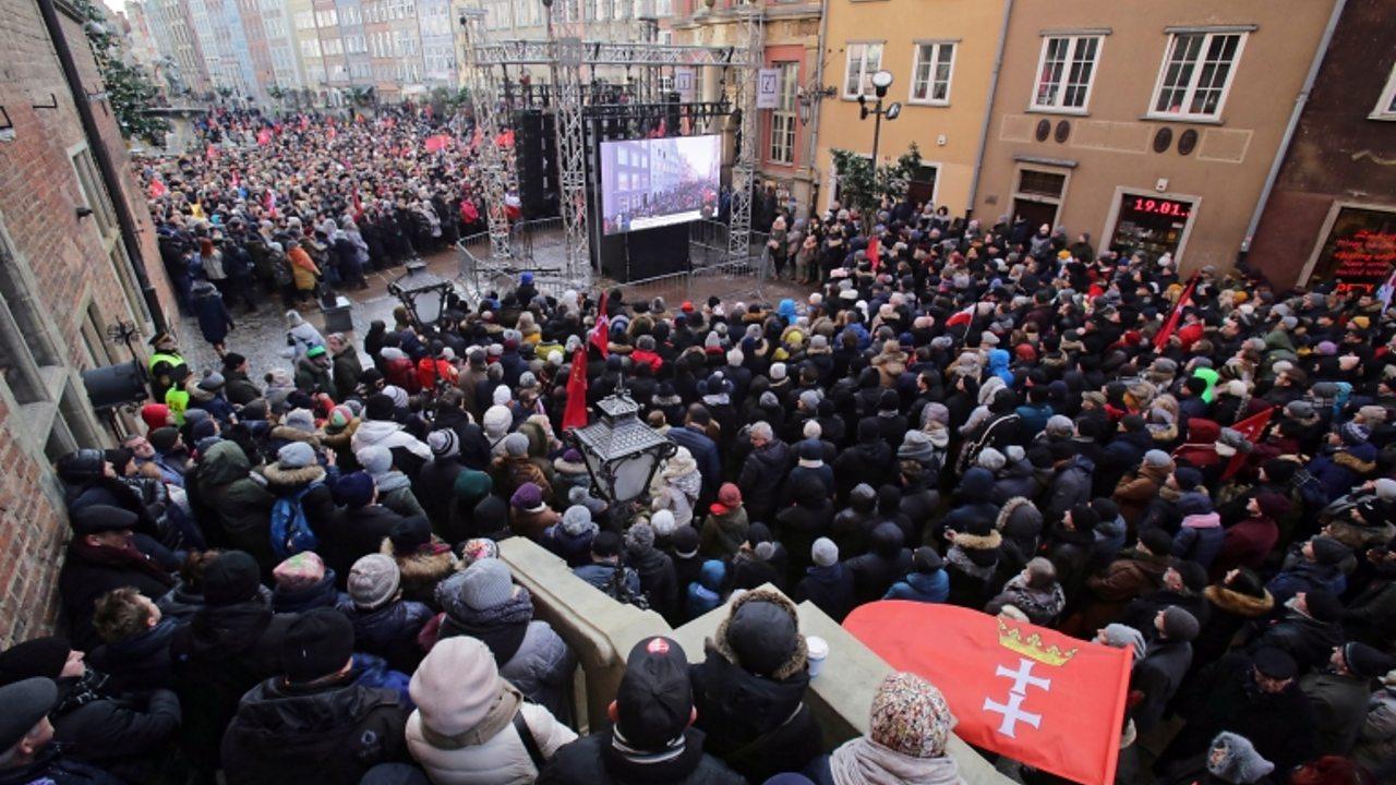 Pawel Adamowicz: Mourners gather for mayor's funeral
