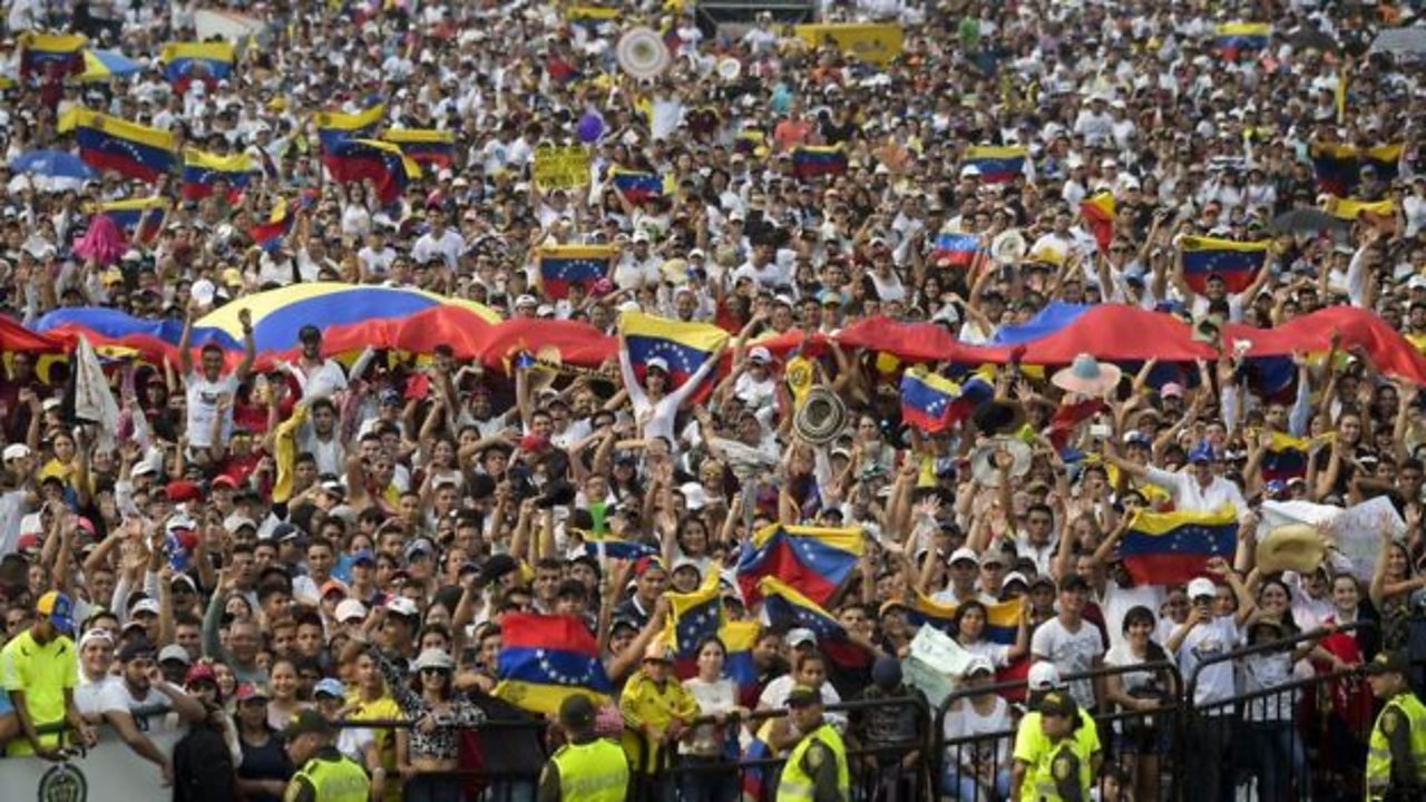 Rival concerts on either side of Venezuela-Colombia border
