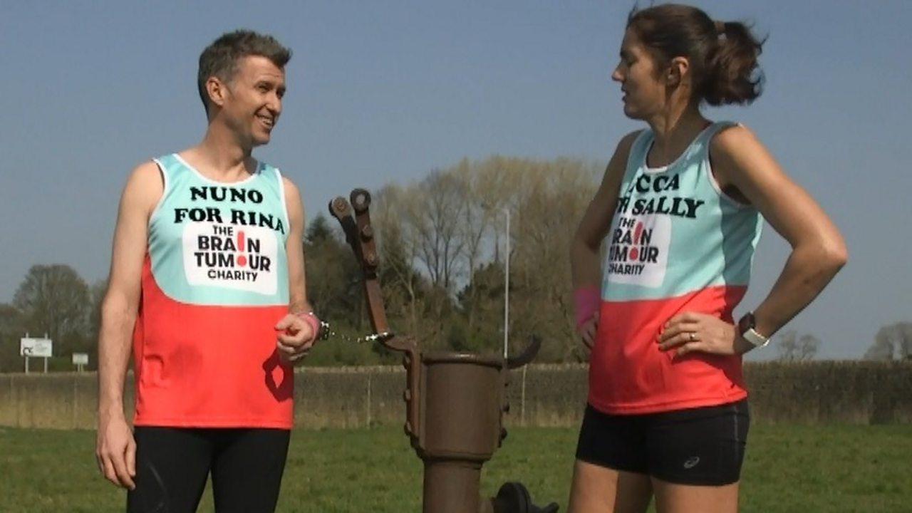 London Marathon: Couple's bid for handcuff world record