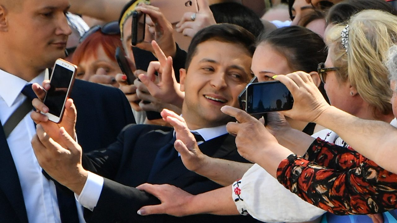 President Zelensky high-fives and selfies his way to inauguration