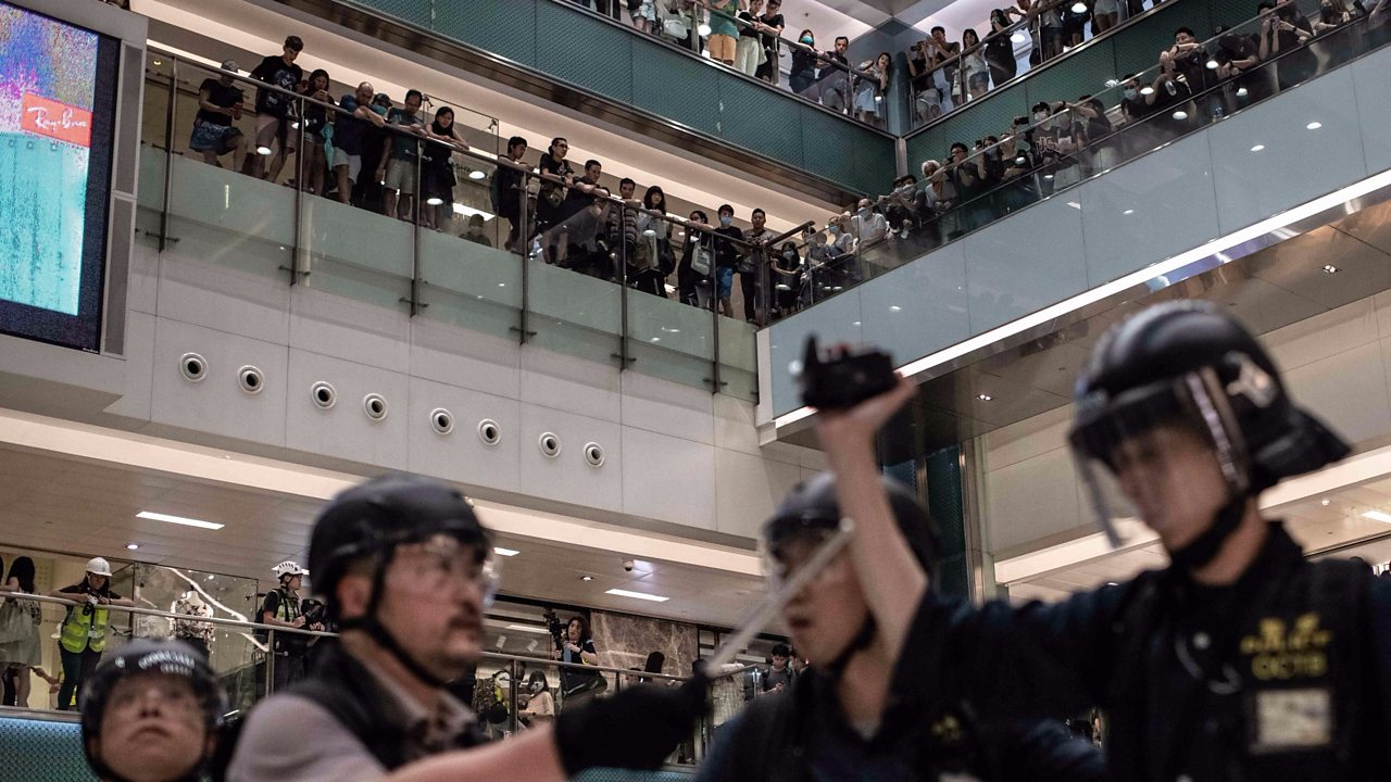 Hong Kong protests: Clashes in shopping mall