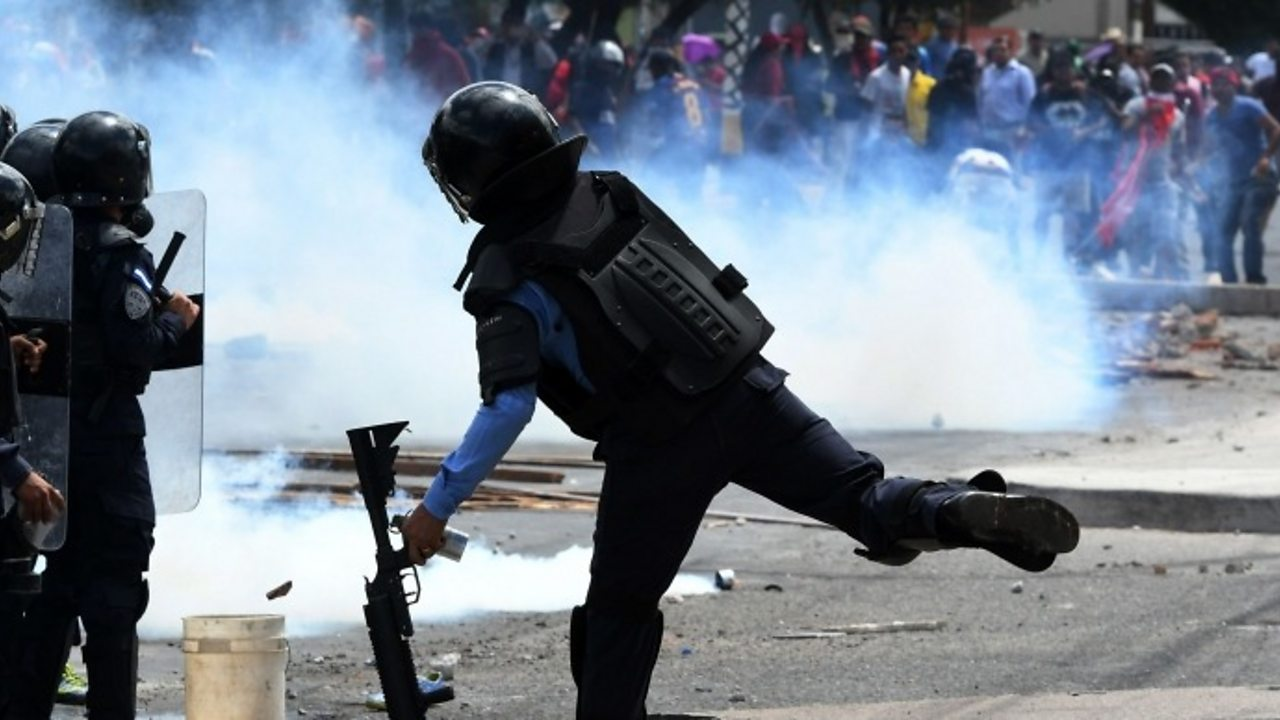 Honduras protests: Clashes erupt on Independence Day