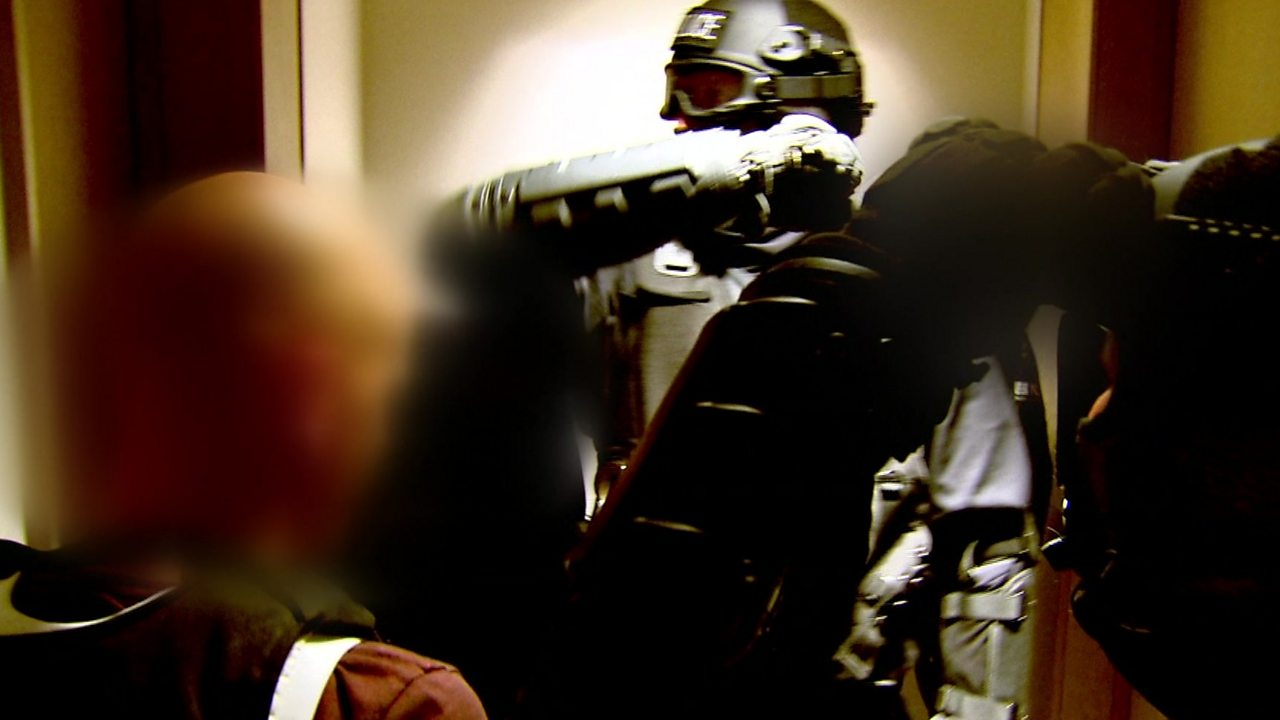 Police raid London flat in drugs operation