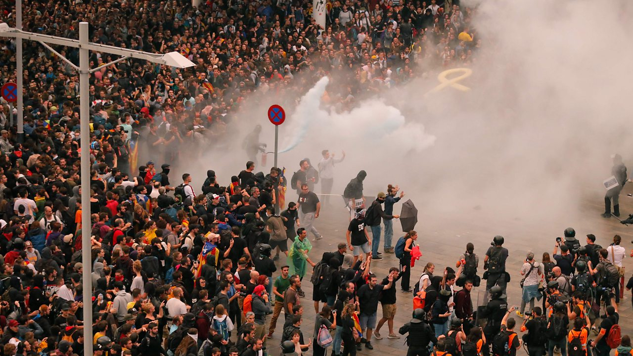 Catalan protesters clash with police at Barcelona airport